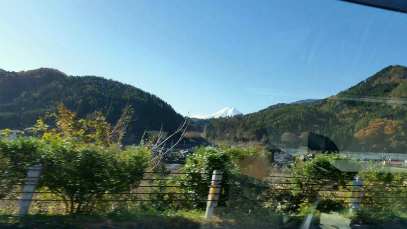 富士山を横目で見ながら