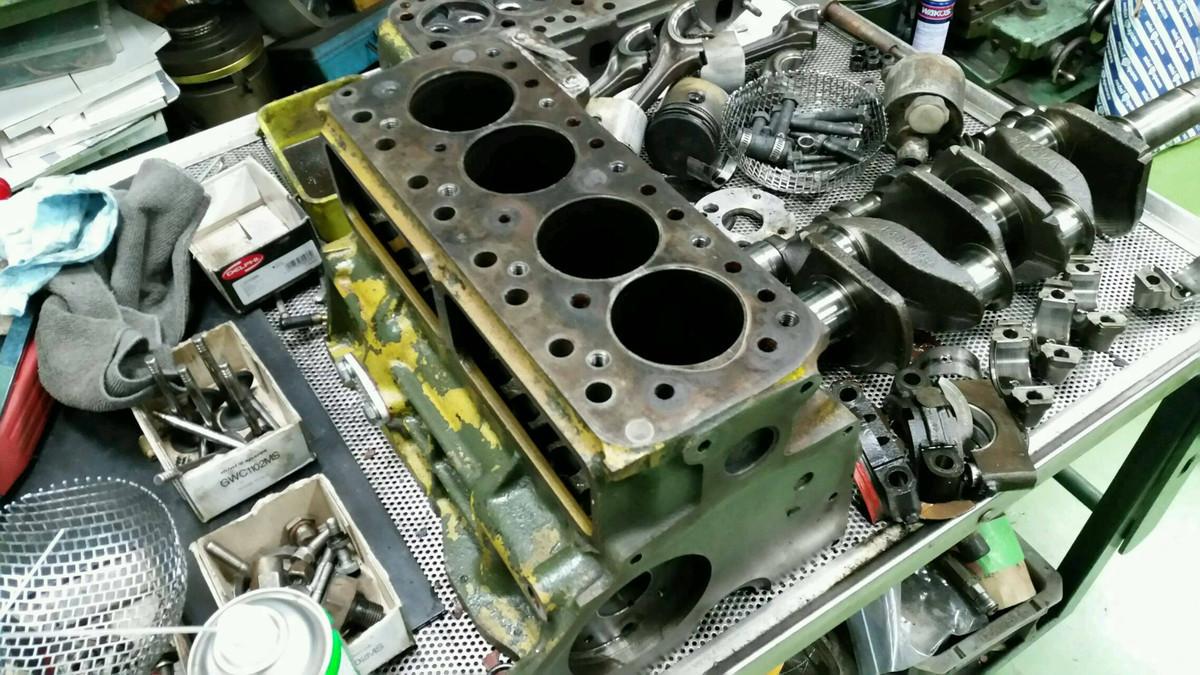 相変わらずのエンジン仕事