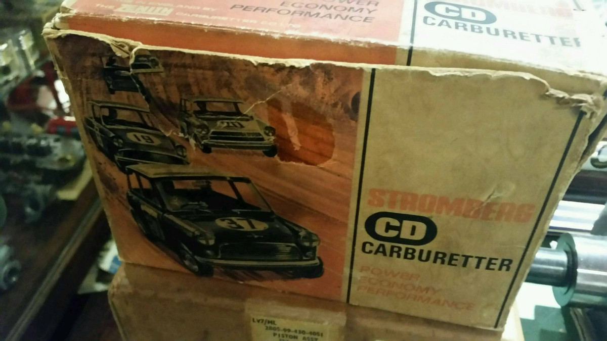 ミニの絵が書かれた古いパーツの箱たち